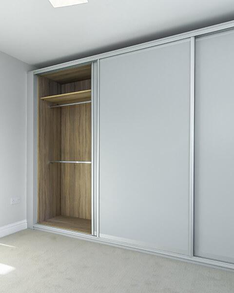 Białe drzwi przesuwne dla szafy indeco