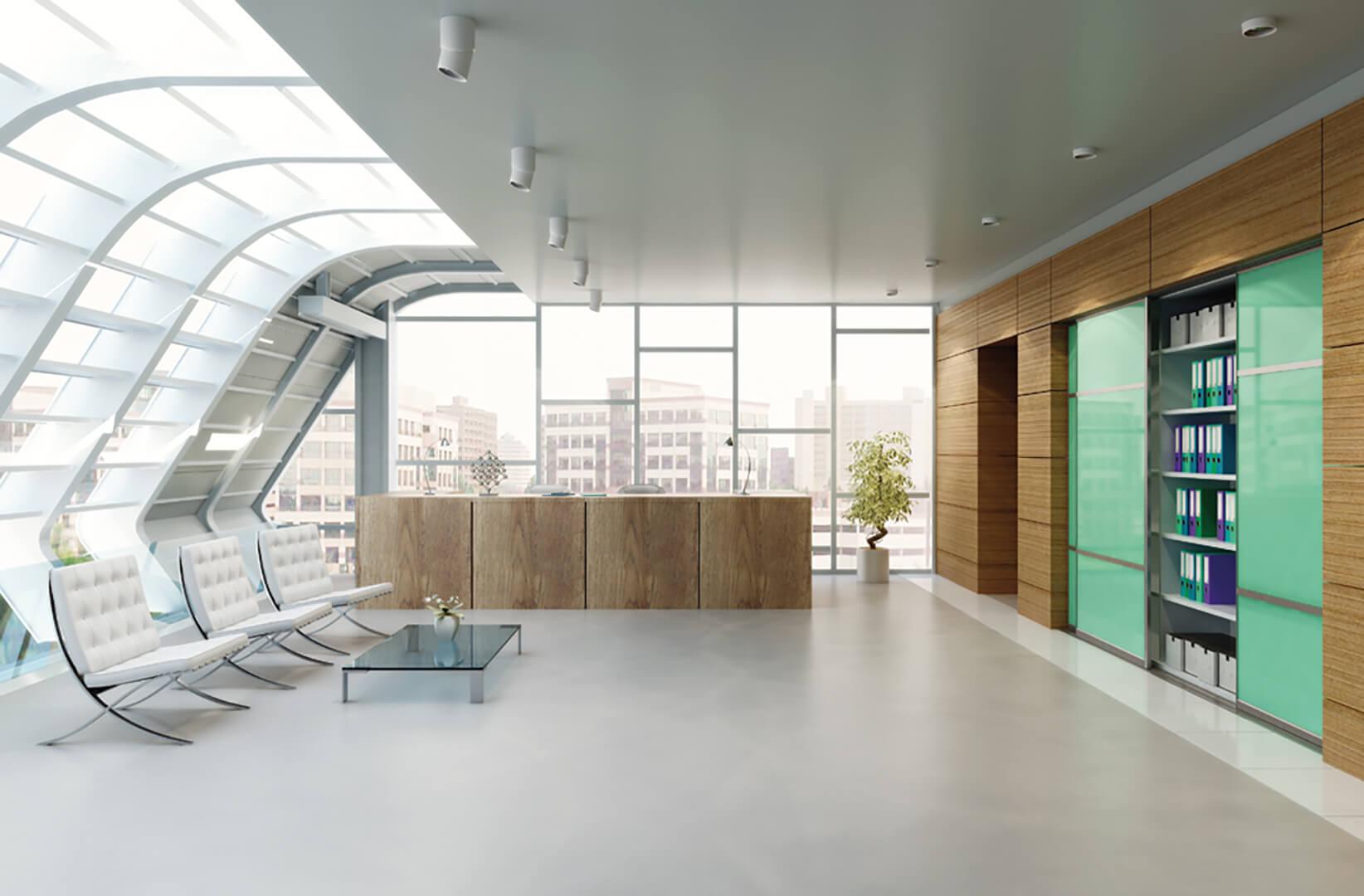 Nowoczesna szafa na wymiar z zielonymi szklanymi drzwiami przesuwnymi w nowoczesnym oszklonym biurze