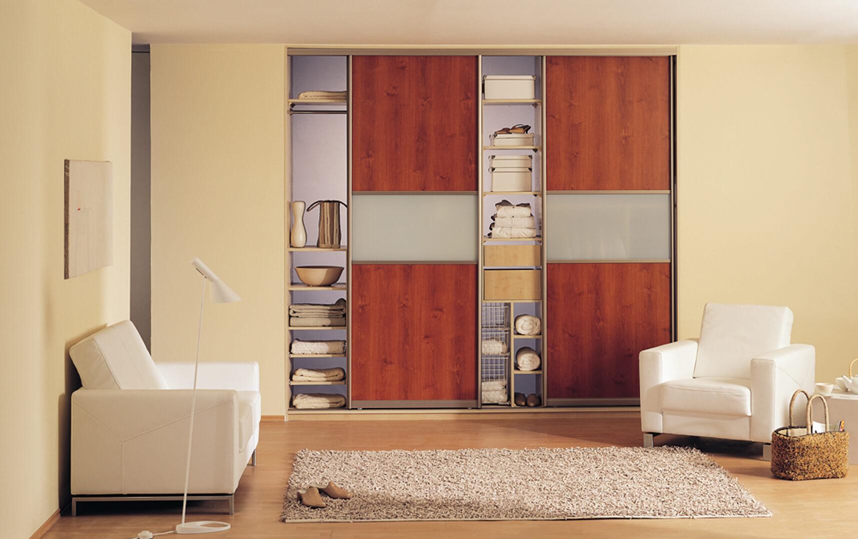 Wizualizacja drewnianej szafy na wymiar z drzwiami przesuwnymi