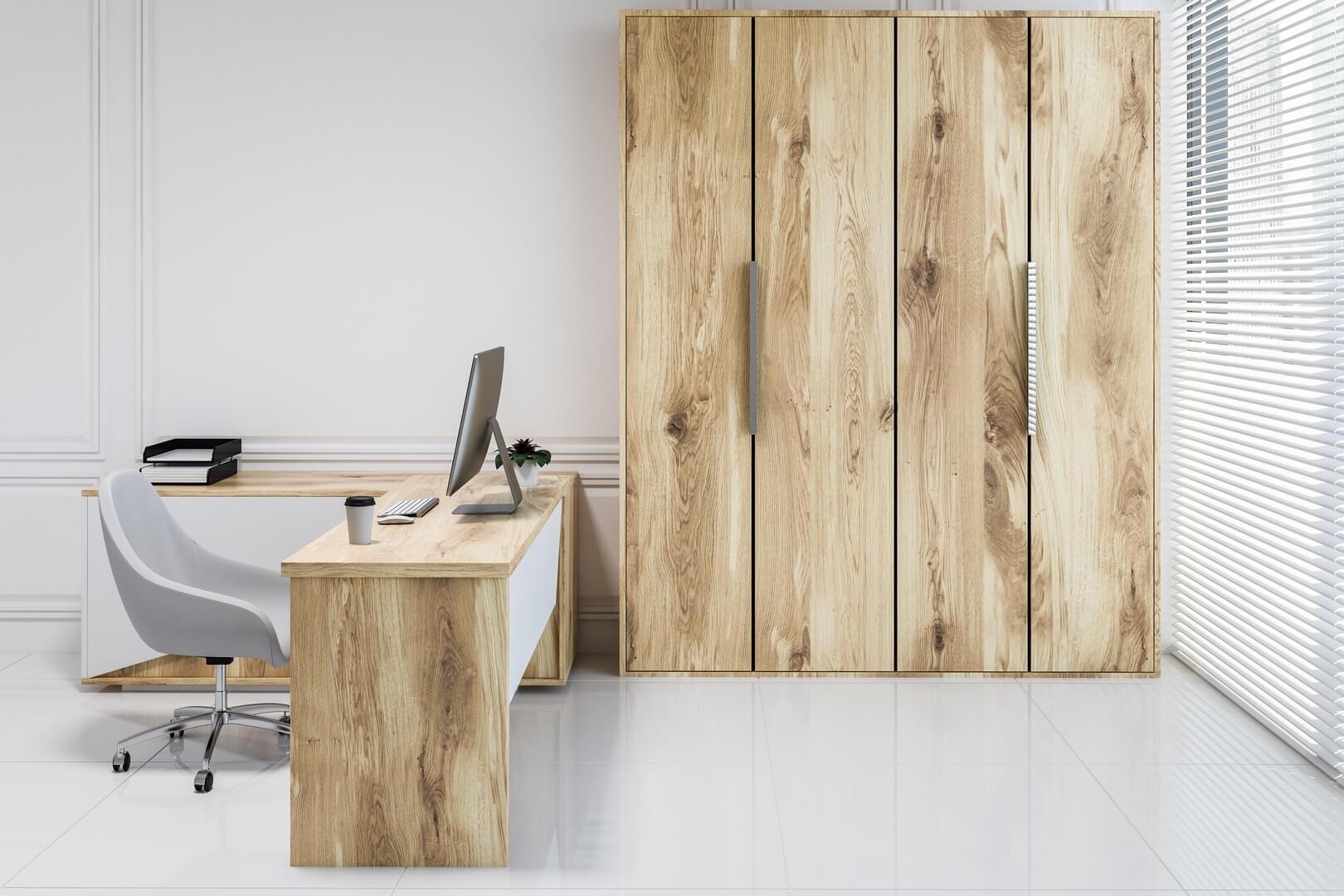 Drewniana szafa do biura z drzwiami otwieranymi
