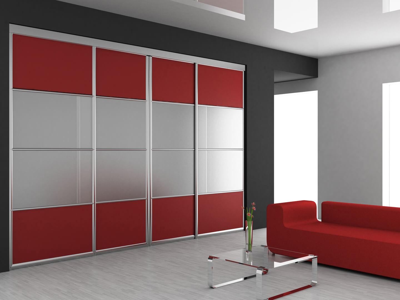 Cztero skrzydłowa nowoczesna szafa na wymiar indeco z biało-czerwonymi drzwiami przesuwnymi