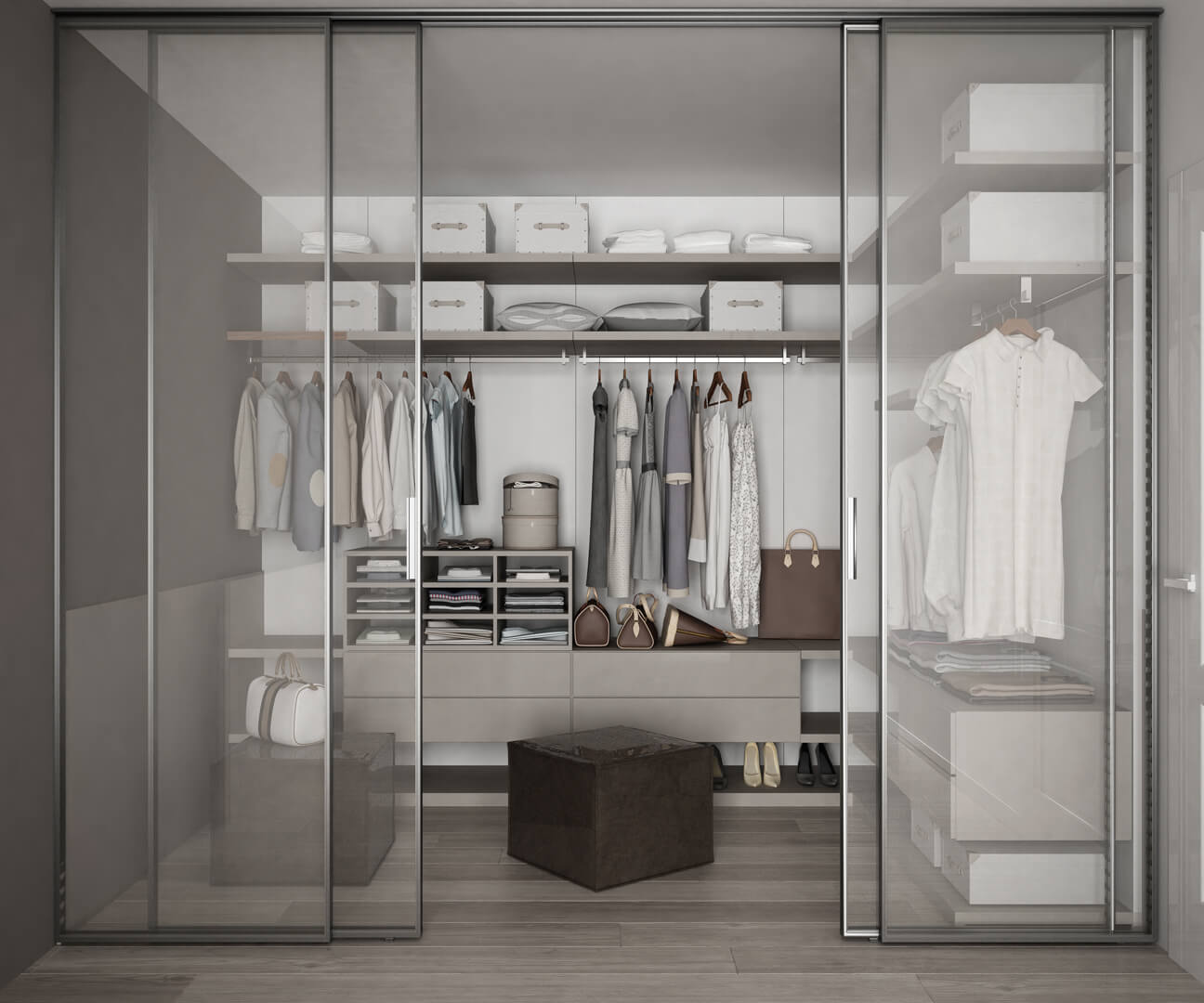 Otwarte szklane drzwi przesuwne z wejściem do nowoczesnej garderoby